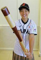 内野手としては県内初の女子プロ野球入りする関桃子さん=三条市