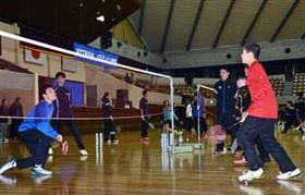 NTT東日本の選手から技術を学んだバドミントン教室