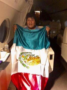 ボリビア大統領亡命、「保護下」