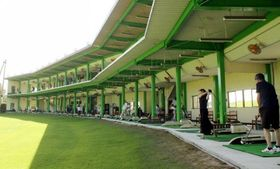 閑散期ながらにぎわいを見せるパルグリーンゴルフクラブ。県外から訪れる客も目立つ