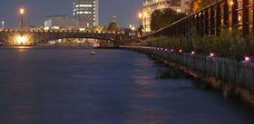"""信濃川の岸辺彩る""""ホタル"""" LED設置"""