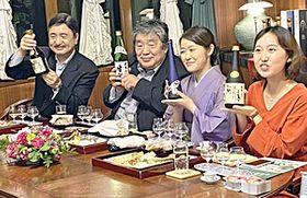 大七の酒とデリバリー料理を囲んでトークを展開した(右から)丸田さん、二瓶さん、安斎さん、太田さん