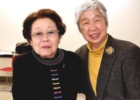 「市川房枝研究会」の両輪。女性史研究者の伊藤康子(右)さんと山口美代子さん