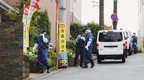 「ココファンまちだ鶴川」の現場検証に入る警視庁の捜査員=22日午前9時39分、東京都町田市で