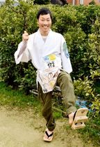げた履きのフルマラソンでギネス世界記録を目指している清水さん
