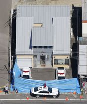 巡査長の男性が刃物で刺され、搬送先で死亡する事件が発生した東仙台交番=19日午前、仙台市宮城野区(共同通信社ヘリから)