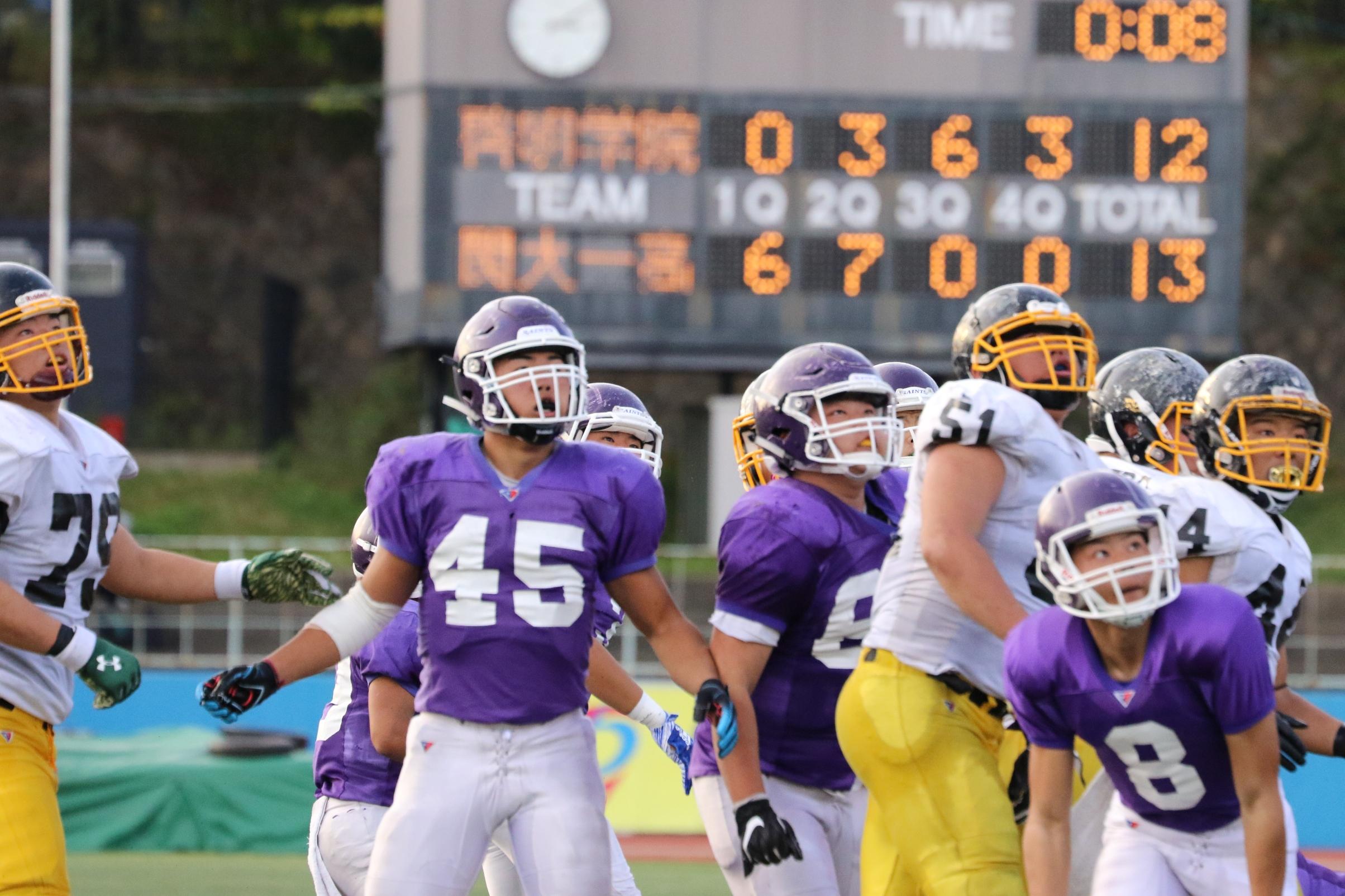 残り試合時間8秒で逆転した紫のジャージーの啓明学院=撮影:山口雅弘