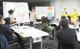 柏レイソルのスタジアムで開かれた「たたかない、怒鳴らない子育て講座」で学ぶ参加者ら=千葉県柏市で