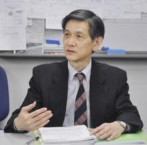 記者会見する日本自動車工業会の永塚誠一副会長=25日、東京都港区