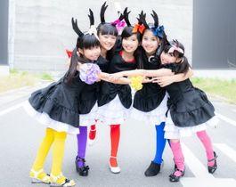 東彼川棚町で誕生したご当地アイドルユニット「クワガタkids」。左からエリー、ミレルン、マリー、ルナルナ、サエリン(ハッピーヴォイス提供)
