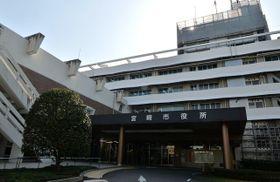 宮崎市役所の本庁舎。老朽化が進み、現在地での建て替えなどが検討されている=23日午後