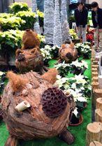 メタセコイアの樹皮など植物素材を使って仕上げたイノシシの立体作品(滋賀県草津市下物町・水生植物公園みずの森)