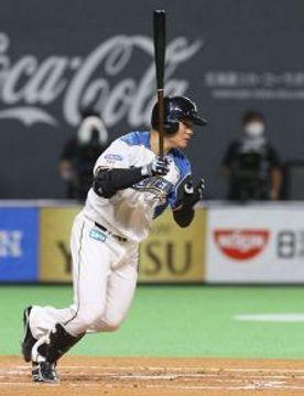 清宮が二回、一塁線を破る今季初安打となる二塁打を放つ