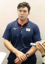 柔道のグランプリ大会で優勝し、成田空港で取材に応じる男子100キロ級のウルフ・アロン=16日