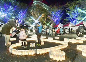 初冬の街を彩るイルミネーションとキャンドル=14日午後、福島市