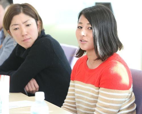 女子ラグビーの鈴木さん(右)とアルティメットの森さん=17日、汐留、撮影:Yosei Kozano