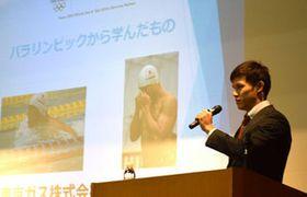 パラ水泳・木村選手「思い切りやって」 滋賀、母校で講演