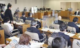 運転開始から40年を超えた関西電力の原発3基の再稼働について福井県議会が開いた全員協議会=19日午後、福井県庁