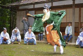 古沢厳島神社で営まれた神事「えびすのお渡り」=14日、和歌山県九度山町
