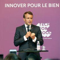 東京都内で開かれた民間企業幹部らとの会合でスピーチするフランスのマクロン大統領=27日午前