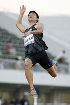 男子走り幅跳び 3回目に8メートル40をマークし、日本記録を更新した城山正太郎=福井県営陸上競技場