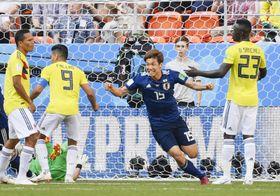 日本―コロンビア 後半、勝ち越しゴールを決め駆けだす大迫=サランスク(共同)