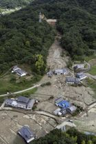 西日本豪雨でため池が決壊した土砂崩れ現場=7月、広島県福山市