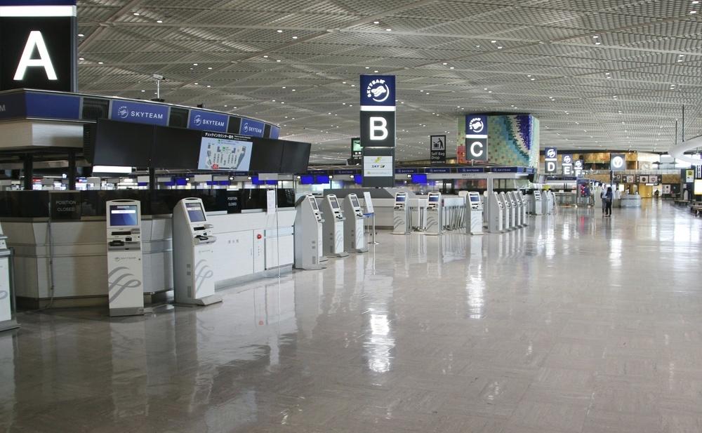 閑散とした成田空港の旅客ターミナル=5月2日
