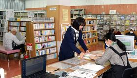 フジ竹原店への移転後、利用が増えている竹原書院図書館