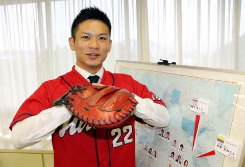 協力隊の活動への抱負と、カープの日本一への期待を語る鶴岡さん