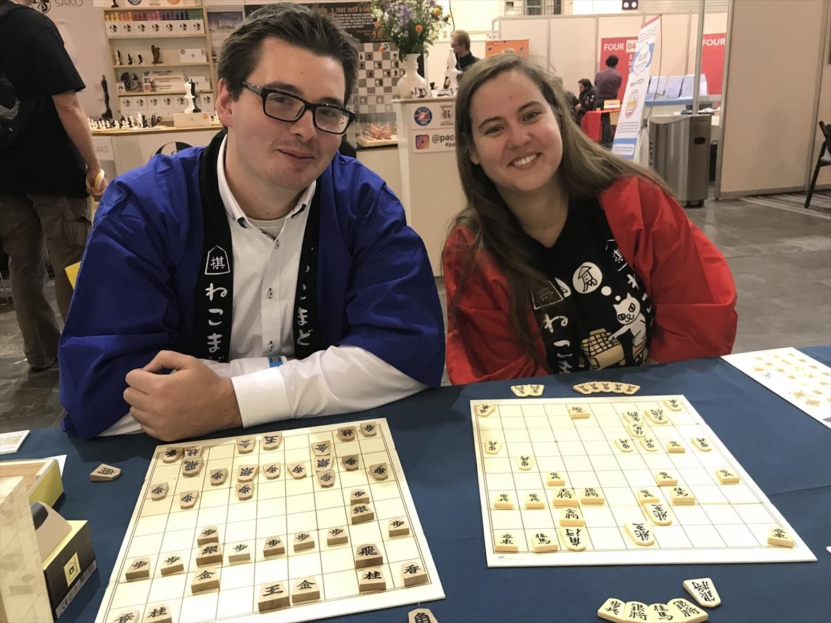 デュッセルドルフ将棋クラブのジュリアンさんとミシェルさん