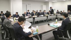 北海道地震で起きた全域停電を検証する第三者委員会の会合=23日午後、東京都江東区
