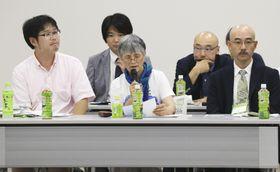 トリチウム水の処分に関する公聴会で意見を述べる住民ら=31日午前、福島県郡山市