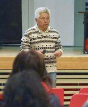 勉強会であいさつする「大原ハイツ復興の会」の野田敏さん=16日午後、広島県熊野町