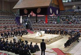 大相撲九州場所を前に行われた土俵祭り=9日、福岡国際センター