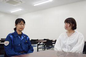 「被害者のために事件の早期解決につながる証拠を採取したい」と話す穐山愉江巡査部長(左)と町田沙希巡査=大宮署