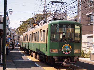 「電車でGO!旅情編」に登場する江ノ島電鉄と京福電気鉄道は姉妹提携を結んでいる。写真は江ノ電の1500形=神奈川県鎌倉市で筆者撮影