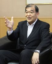 インタビューに答えるJR九州の唐池恒二会長