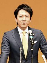 石川県白山市で講演する自民党の小泉進次郎厚生労働部会長=11日午後