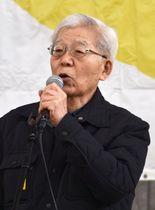 上関原発建設計画に反対する集会で、あいさつする作家の那須正幹さん=24日午前、山口市