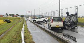 乗用車4台による事故があった現場=9月、青森県つがる市