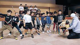 おかえり祭りに向け練習する子どもたち=白山市美川文化会館