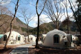 ユニークな形状のドームハウス=朝来市多々良木