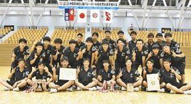 高校男子で3年ぶりの優勝を果たした福井工大福井=福井市の県営体育館で