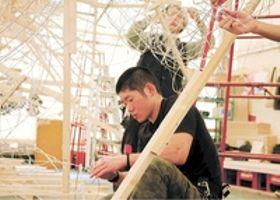 京都の学生 ねぶた作りで武者修行