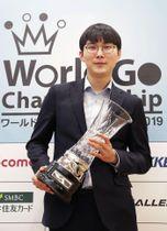 囲碁の世界戦、第3回ワールド碁チャンピオンシップで、3連覇を達成した朴廷桓九段=20日、東京都千代田区
