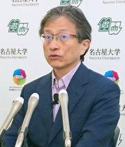 探査機はやぶさ2について記者会見する名古屋大の渡辺誠一郎教授=23日、名古屋市