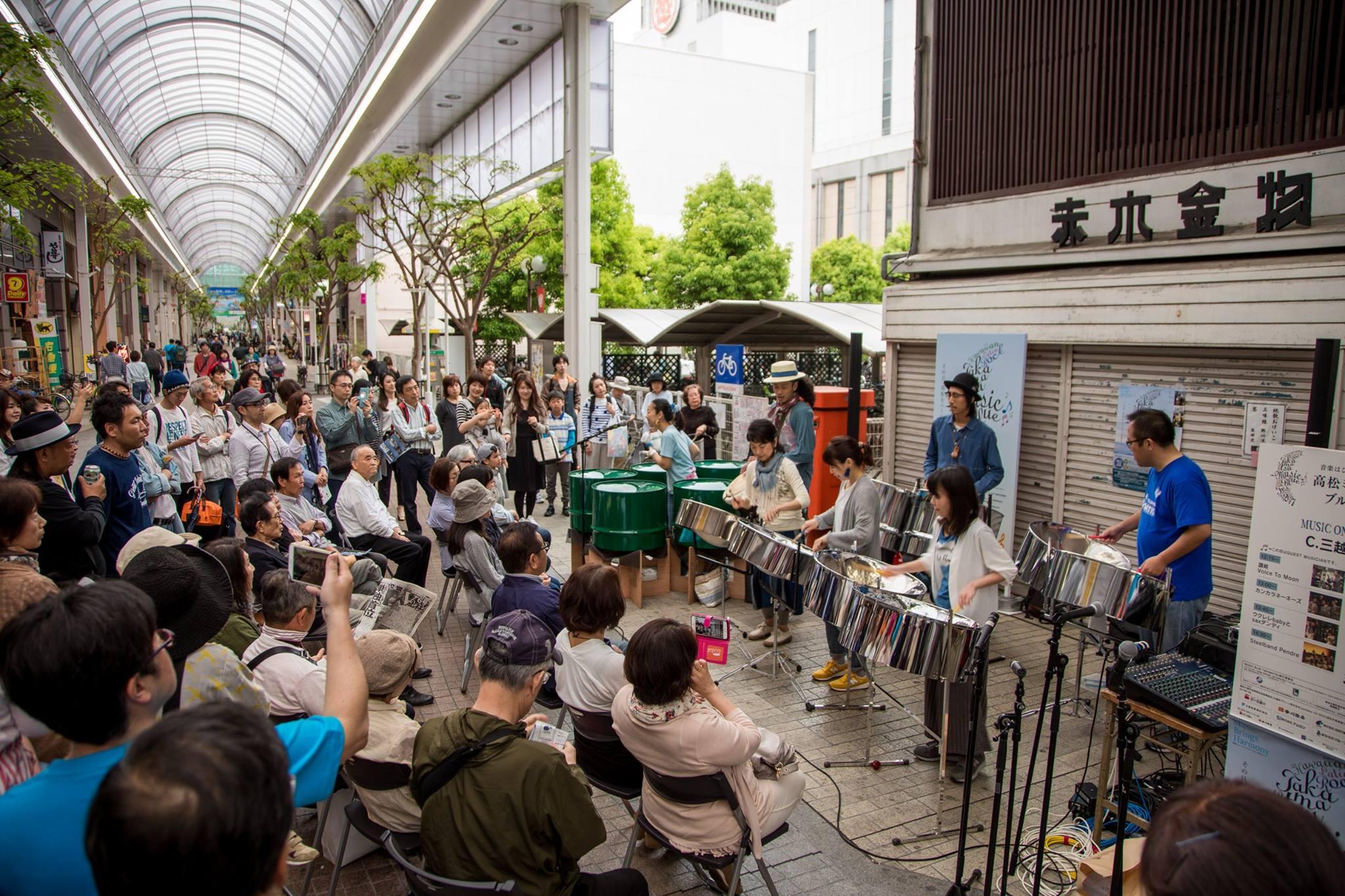 商店街など高松市内のあちこちで演奏が行われた「高松ミュージックブルーフェス2017」=2017年5月(写真はいずれも「街角に音楽を@高松」提供)
