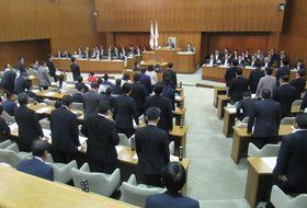 カジノを含む統合型リゾート施設誘致に向け、調査費用を盛り込んだ補正予算を可決した横浜市議会=20日午後