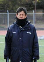 日本陸上競技連盟の強化委員長辞任を振り返り、組織改革の難しさを口にした伊東浩司氏=神戸市東灘区、甲南大